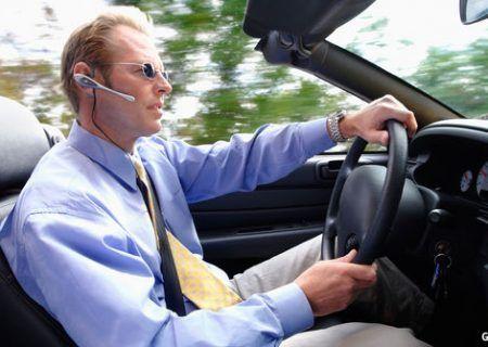 اجتناب از مکالمه با تلفن همراه هنگام رانندگی / هندزفری هم خطرناک است