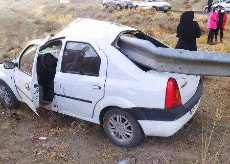 نجات معجزه آسای ۵ شهروند کاشانی از تصادف خودروی ال ۹۰  با گاردریل