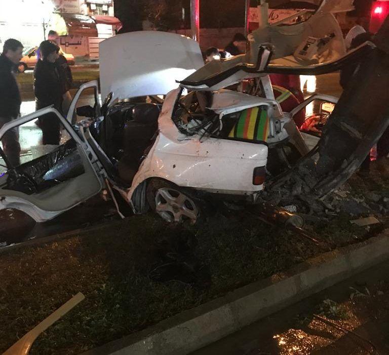 تصادف مرگبار رشت برخورد پژوپارس با تیر چراغ برق ۴ کشته ومجروح داشت