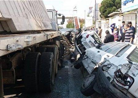 تصادف بزرگراه شهید لشگری برخورد تریلی با شش خودرو به علت نامعلومی