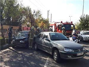 تصادف در شهرری بین دو دستگاه خودروی سواری دو مجروح بر جای گذاشت
