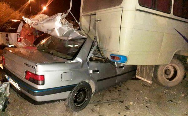 تصادف مرگبار کرمان در اثر برخورد پژو با مینی بوس جان 2 برادر را گرفت