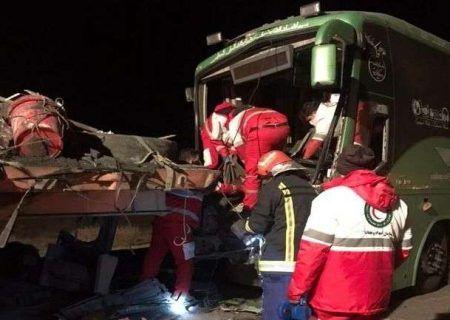 تصادف مرگبار کاشان بین اتوبوس و تریلر
