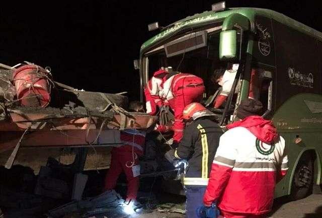 تصادف مرگبار در کاشان بین اتوبوس و تریلر