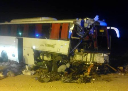 تصادف اتوبوس با کامیون در اتوبان قم