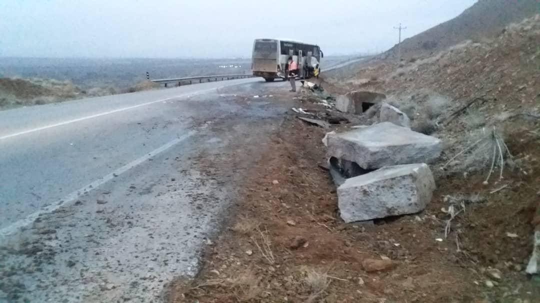خبر تصادف شدید اتوبوس با گاردریل در بوانات فارس