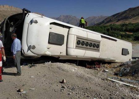 تصادف اتوبوس با کوه ۹ نفر مجروح شدند
