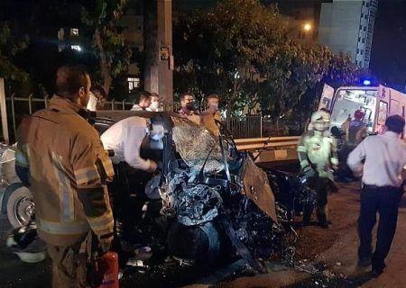 تصادف مرگبار بزرگراه کردستان بین خودروی ۲۰۶ و تریلی ۱۸ چرخ