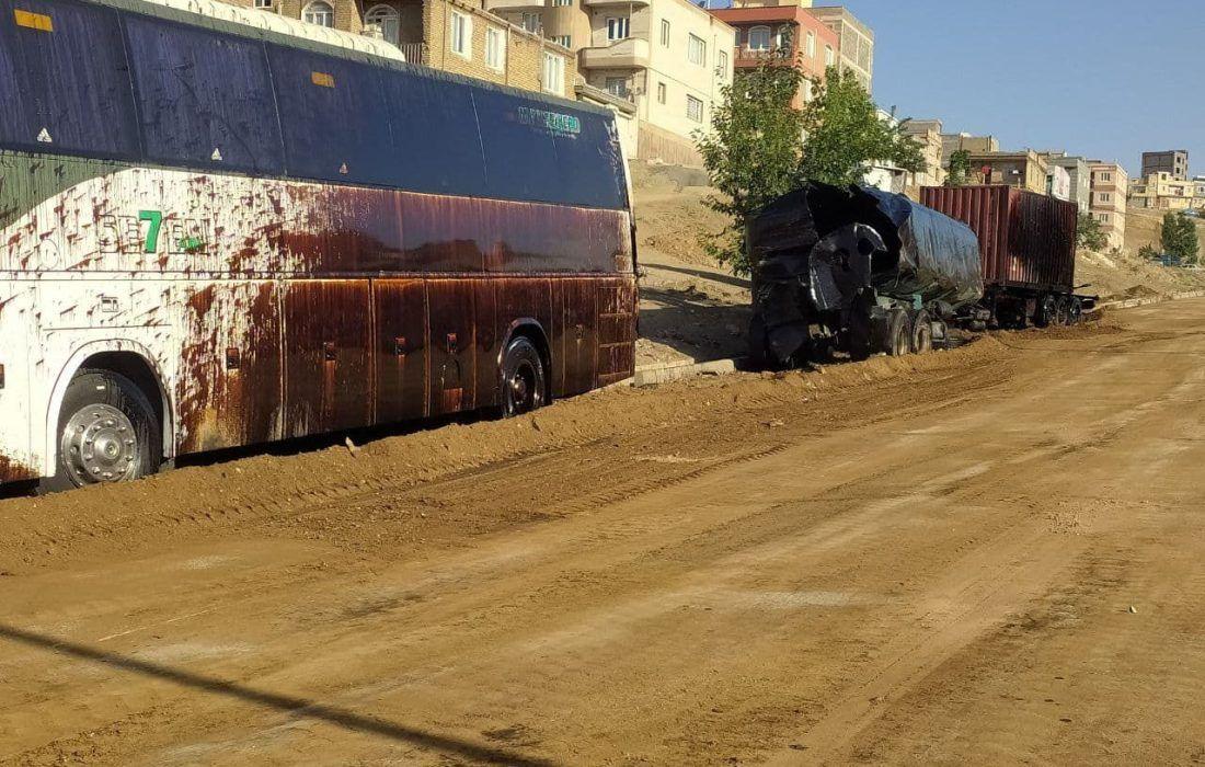 تصادف مرگبار تانکر سوخت در سنندج با ۲ خودرو دیگر حادثه آفرید