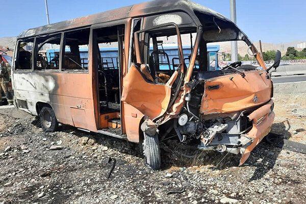 تصادف مرگبار تهران_کرج ،منجر به آتشسوزی ۲ خودرو سمند و مینیبوس گردید