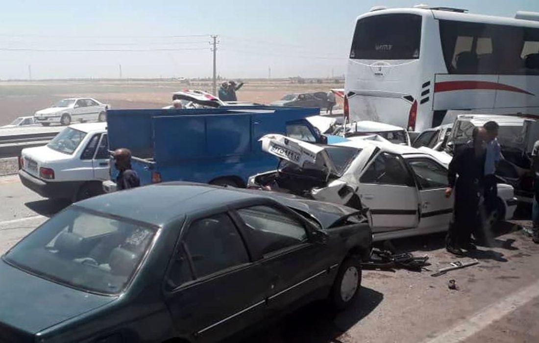 تصادف زنجیره ای کرج-قزوین یک کشته و یک مصدوم برجای گذاشت