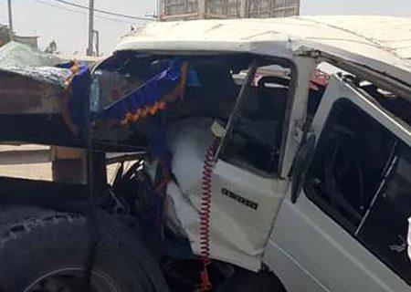 تصادف کامیون و مینی بوس در اصفهان منجر به مجروح شدن 5 گردید