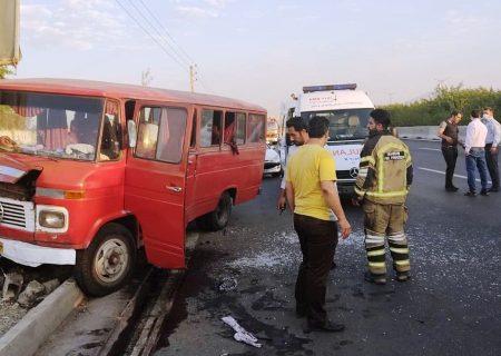 تصادف مینیبوس در تهران ۷ مجروح از خود برجا گذاشت