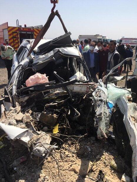 تصادف مرگبار امروز اصفهان بین سه دستگاه خودرو 5 نفر کشته داشت