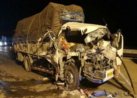 تصادفات جاده ای : سقوط کامیون به دره در نهاوند ۲ کشته برجا گذاشت