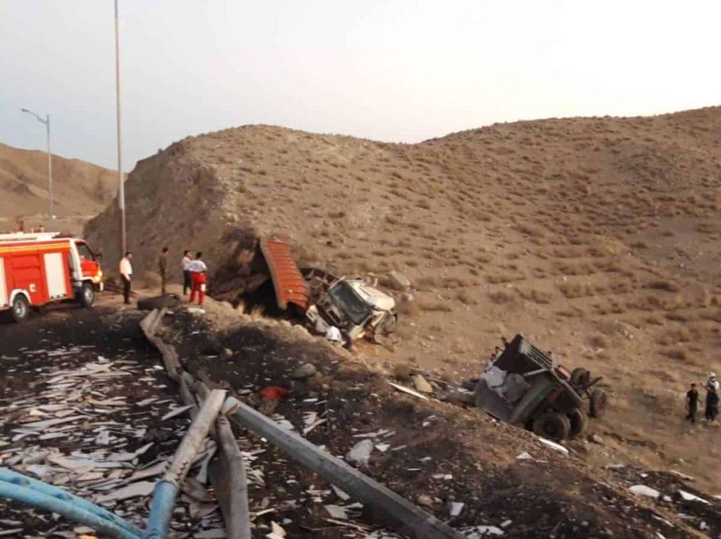 خبر تصادف مرگبار امروز تریلی با کامیون بنز در گردنه علی آباد